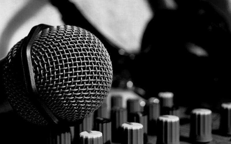 Musik, Mikrofon  - (c) IchSelbst!  / pixelio.de / http://www.pixelio.de/media/179474 / Musik!