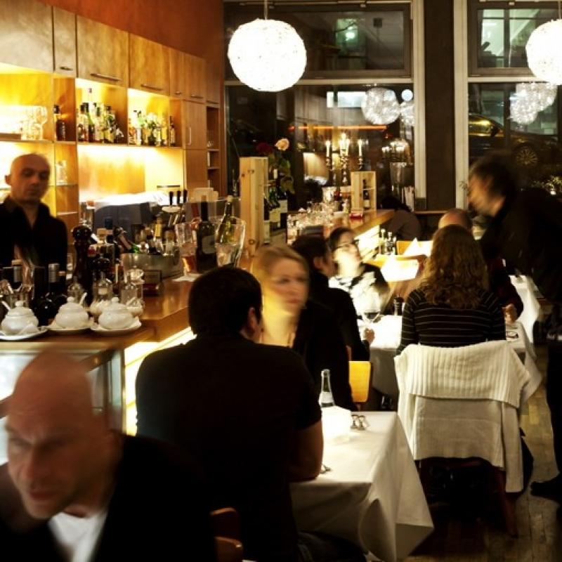 Catering  Gerne bieten wir Ihnen für Ihre Veranstaltungen, Firmenfeiern und Partys unseren mediterranen Catering-Service an (auch Veranstaltungen im Freien). - Valle Bar Ristorante - Stuttgart- Bild 2