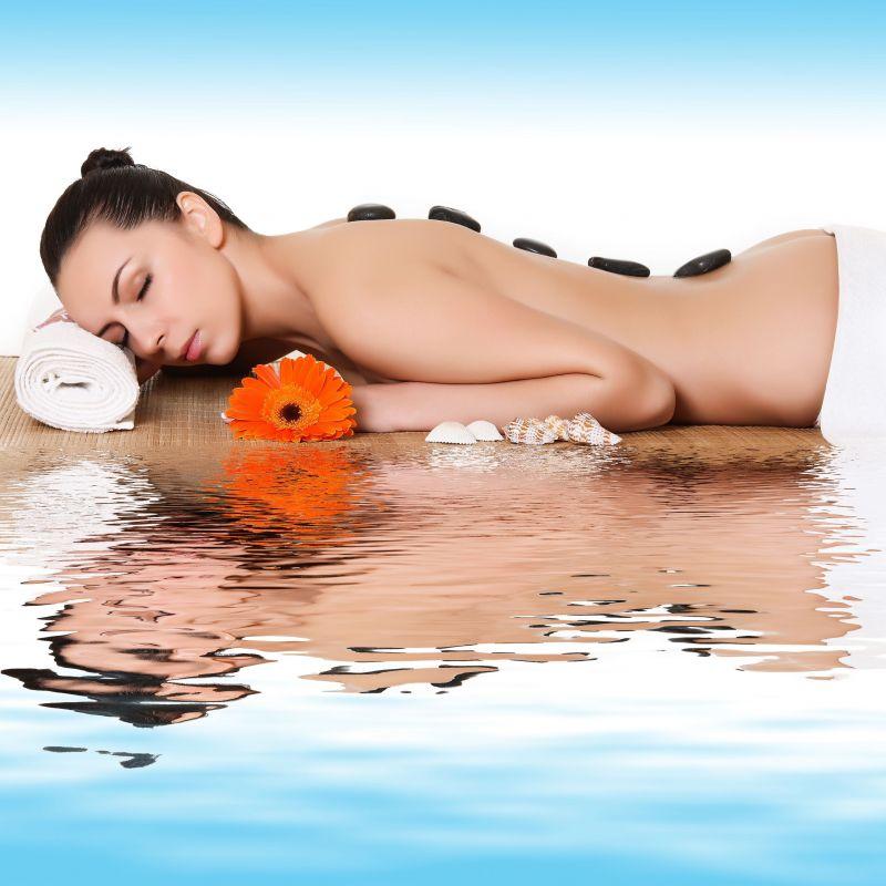 Diesen Monat entscheiden Sie!  Zur Wahl stehen: Eine Hot Stone-Massage mit heißen Vulkansteinen oder  eine Kräuterstempelmassage mit erlesenen Kräutern! Genießen Sie eine unserer exklusiven Massagen  (60 min.) Die angenehme Wärme  lockert tief sitzende Verspannungen. Egal für welche Massage Sie sich entscheiden,  eine sanfte Tiefenentspannung ist garantiert. Lernen Sie unsere außergewöhnlichen Massagen kennen! Wohlfühlzeit: ca.  60 min –  für 60€  - Die Körperoase - Stuttgart