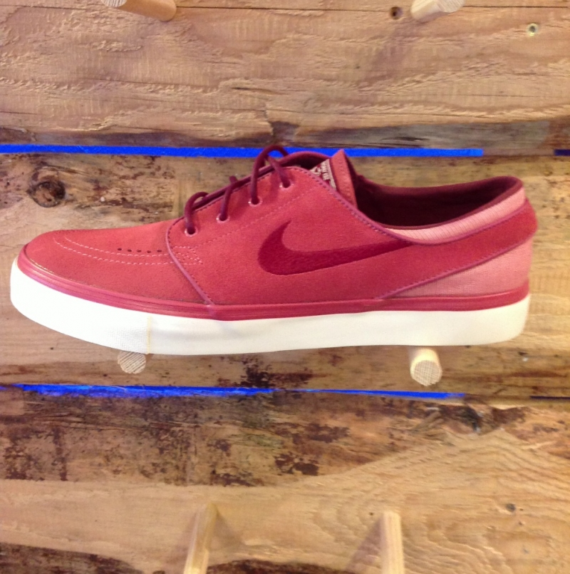 Nike SB Stefan Janoski Light Red - Roxburry Store Stuttgart - Park and Powder - Stuttgart
