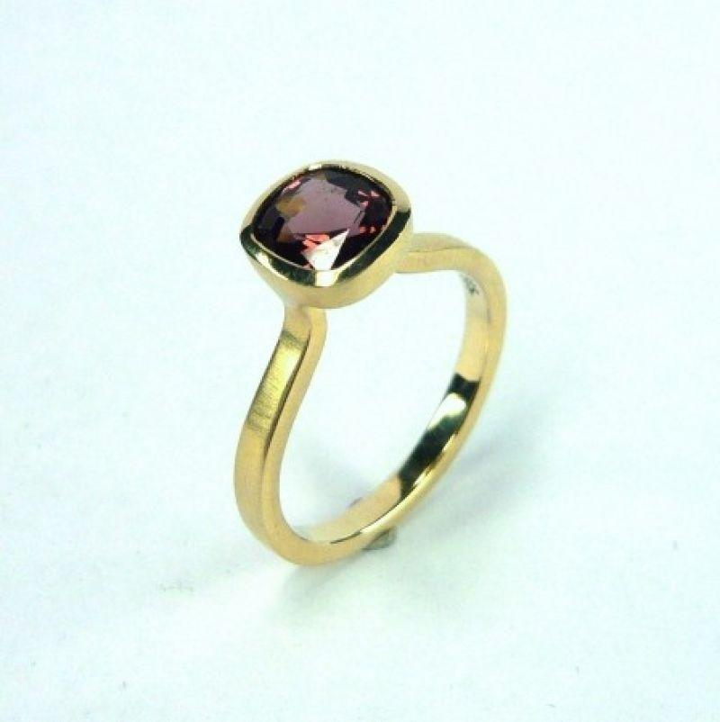 Ring, 585/Gelbgold, roter Spinell 1,24 ct. - Marcus Götten Goldschmiedemeister - Köln