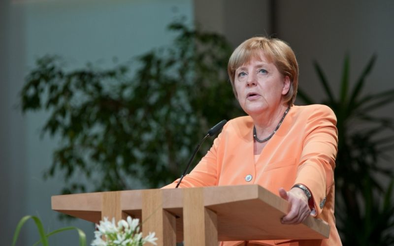 Angela Merkel  - (c) Flickr / Christliches Medienmagazin pro / Angela Merkel / https://www.flickr.com/photos/medienmagazinpro/9292493584/in/photolist-fa9sAC-c8Tfbu-fa9vQh-f9UhLT-c8rxQL-fWzRbs-aBA6JJ-AHQ1Cg-AnfhkT-AHPV4F-BhmoGd-ASw6dd-Anfej2-ASwbWC-8iZ3e3-fbcAmD-6uhXqL-7uk2Mz-pcH2Tc-g6WWd7-dz8bF7-5HheCT-g8VKGr-rj6GRV-ejxm5j-ejrHaK-ejxsAw-7Gor1b-cXNNEm-ejxwWd-ejxY9E-ejxVwN-cXNJK5-cXNP55-ejyo5C-88NeqG-cPbPcS-ejsCNT-cXNM8A-cXNLDN-ejrMKz-cXNMQG-ejrpJi-ejxuom-cXNPyA-cXNKu7-cXNMrN-ejy8R3-ejsAii-ejrT48