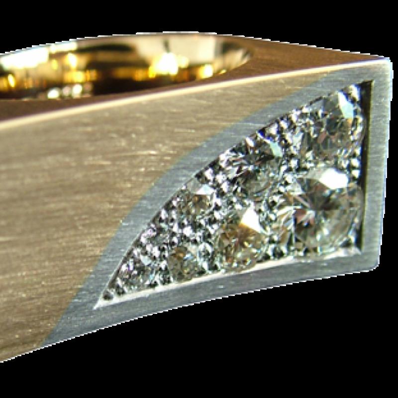 Ring aus Gold mit Brillanten in Platin gefasst. - Blair Schmuck - Stuttgart