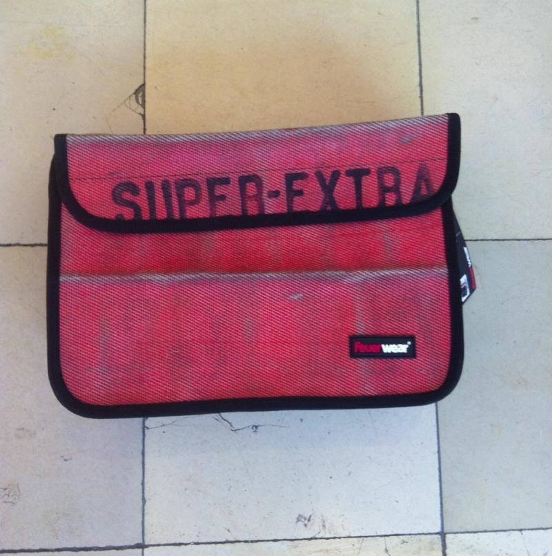 feuerwear - SCOTT N13 - Laptoptasche - size: 35,5 x 25 x 13 cm - Unikat aus recyceltem gebrauchtem Feuerwehrschlauch für 13erLaptop in den Farben rot, weiss und schwarz vorrätig! Ausserdem grössere Modelle für 15er (159 €) und 17er (179 €) Laptops. - LA SEDA Modeschmuck - Köln