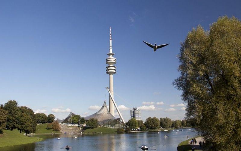 - (c) https://pixabay.com/de/deutschland-münchen-turm-bayern-1743179/