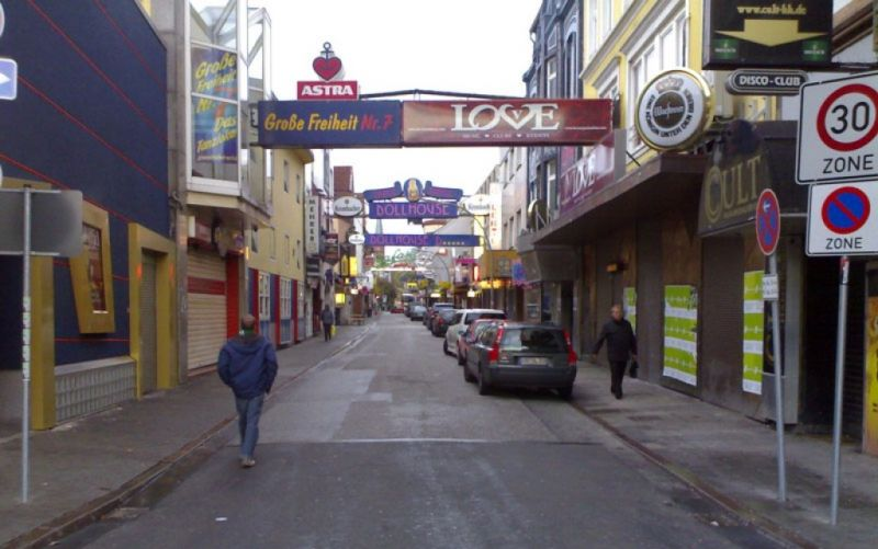 Reeperbahn - (c) Wikipedia // SkynetworX // https://upload.wikimedia.org/wikipedia/commons/b/bf/Reeperbahn_27.10.2008_Nachmittag.jpg