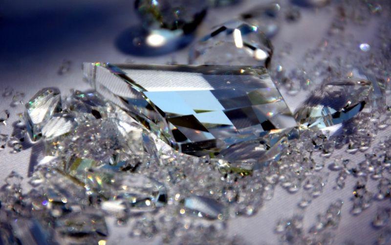 Kristalle  - (c) Michaela Schöllhorn  / pixelio.de / Kristalle / Juwelen