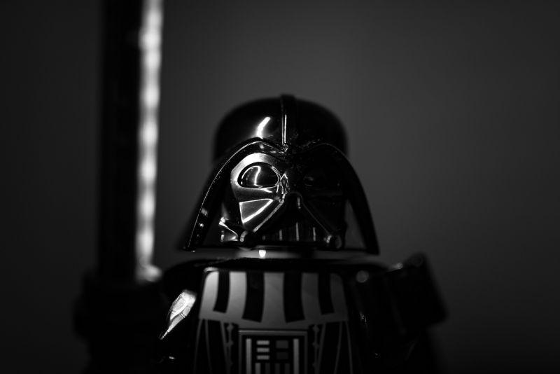 tookapic/https://pixabay.com/de/spielzeug-lego-star-wars-vader-932922/