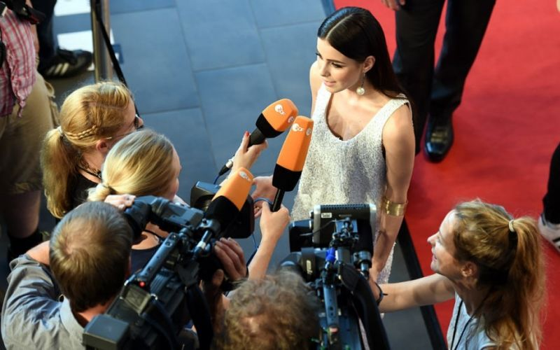 Lena Meyer Landrut  - (c) Flickr / Webvideopreis Deutschland / Lena Meyer Landrut / https://www.flickr.com/photos/webvideotage/18757335296/in/photolist-bCd5oC-84EkLd-8SBX9W-84eHaT-84hLAs-85ZG5Z-85Snkk-85Vo87-85Dz4K-863Lzm-85VjzS-85ZzEx-84hL9h-84eGVg-86sxfh-85GFSQ-uzwfhG-86nZbD-86hUdQ-9J5VfK-9J5VJB-84eGsn-86iwks-86upGk-86uqkr-863QtA-86M9MT-7LumXq-7Lunco-9HBQby-9HyGqD-9HNvuj-9HNvcb-9HyGC2-9HyHSV-9HyGnT-9HyGta-9HyJ38-9HyGw8-tFuvCf-ukTM5C-ukfXb5-uBpxsS-uC3EDw-9HyGEa-9HyGjk-9HyGap-9HBzXu-9HBykG-9HByCh