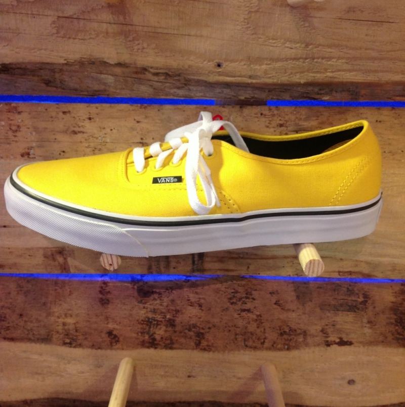 Vans Authentic Yellow (Lemon Chrome) - Roxburry Store Stuttgart - Park and Powder - Stuttgart