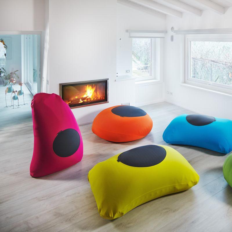 XPOUF Sitzsäcke - Indoor-Sitzsäcke - Outdoor-Sitzsäcke  Auf Ausstellungstücke 20%  Beide Versionen sind in verschiedenen Farben und Formen erhältlich.  Die Indoor-Sitzsäcke punkten durch ihre abnehmbare, waschbare Hülle aus elstischer Microfaser. Das umweltfreundliche Material der Outdoor-Sitzsäcke ist ein UV-beständiger und wasserfester Stoff, dem Wind und Wetter nichts anhaben. - Praesent - Kirchheim unter Teck