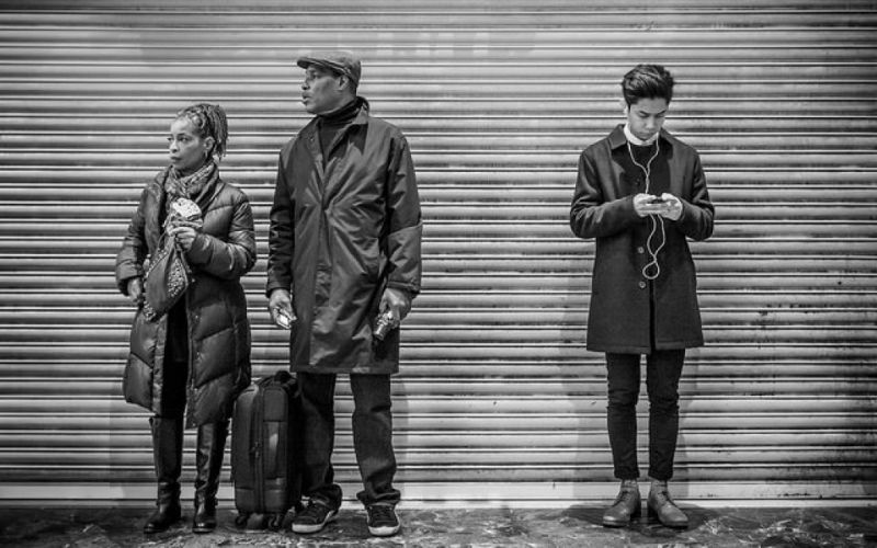 - (c) https://www.flickr.com/photos/peronimo/16652131464/Waiting for the train /London/Per Gosche