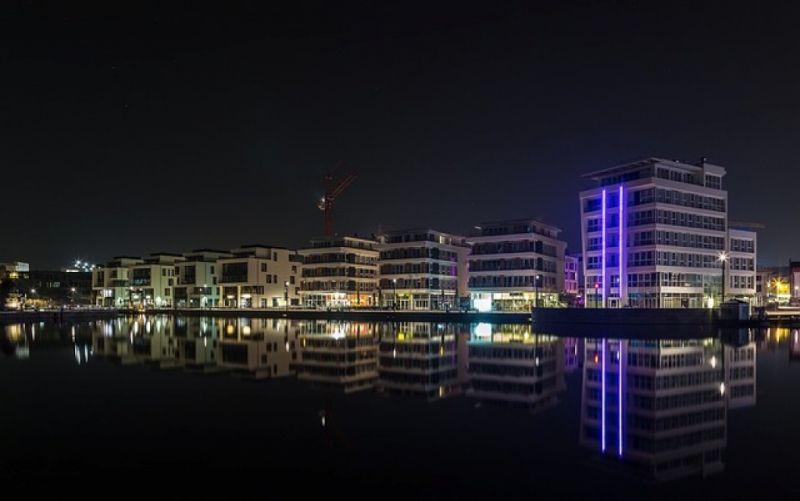 - (c) https://pixabay.com/en/phoenix-lake-dortmund-long-exposure-2082469/