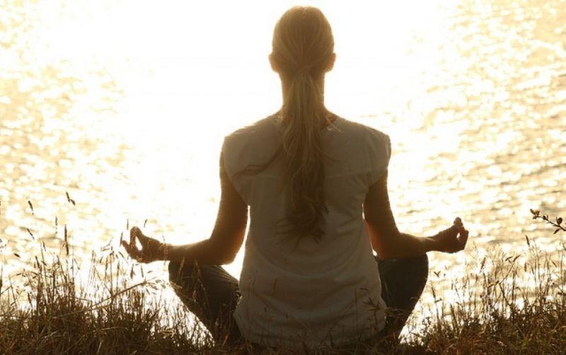 - (c) https://pixabay.com/de/meditieren-meditation-friedlich-1851165/