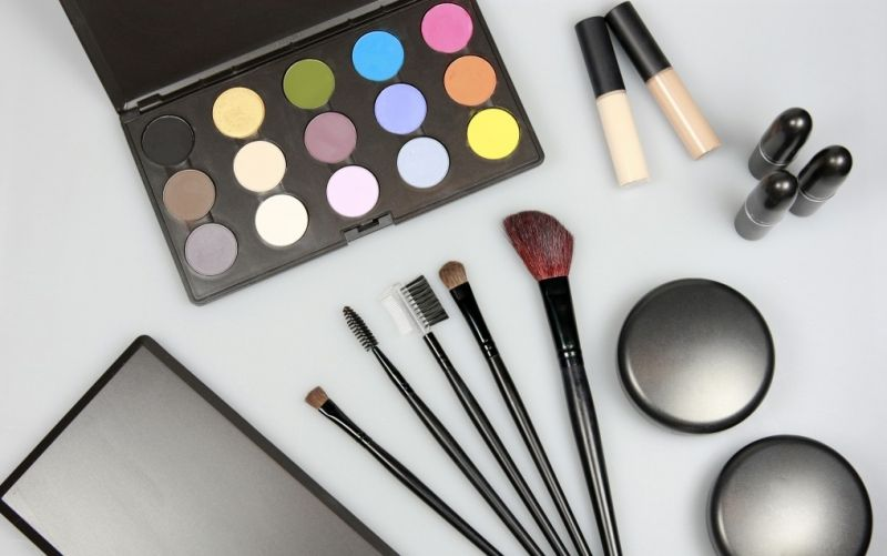 Make-Up  - (c) Tim Reckmann  / pixelio.de / Make-Up / http://www.pixelio.de/media/637752