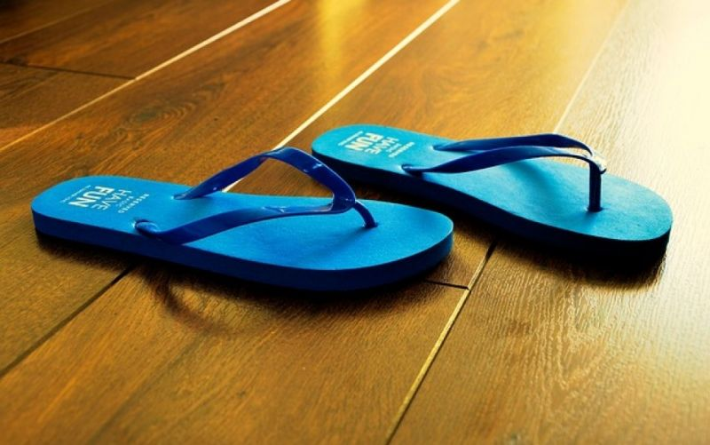 - (c) https://pixabay.com/en/flip-flops-summer-blue-beach-932699/