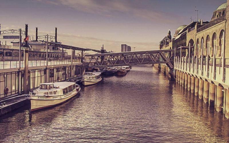 Landungsbrücke Hamburg (https://www.flickr.com/photos/14333138@N00/8258025148) - (c) www.flickr.com // Anselm Ziegler/ https://www.flickr.com/photos/14333138@N00/8258025148