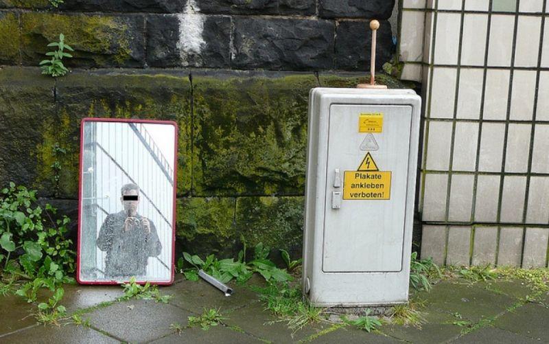 - (c) https://www.flickr.com/photos/16782093@N03/4809691064/Metro Centric / Plakate ankleben verboten