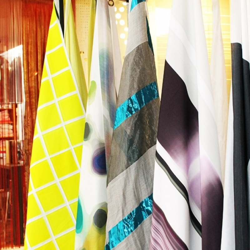 gardinen vorhangstangen innenlaufsysteme plissee lamellen innenjalousien. Black Bedroom Furniture Sets. Home Design Ideas