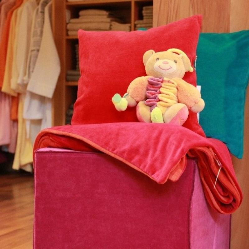 kissen sitzw rfel decken in vielen farben und gr en von farbenfreunde spieluhr von kaloo aus. Black Bedroom Furniture Sets. Home Design Ideas