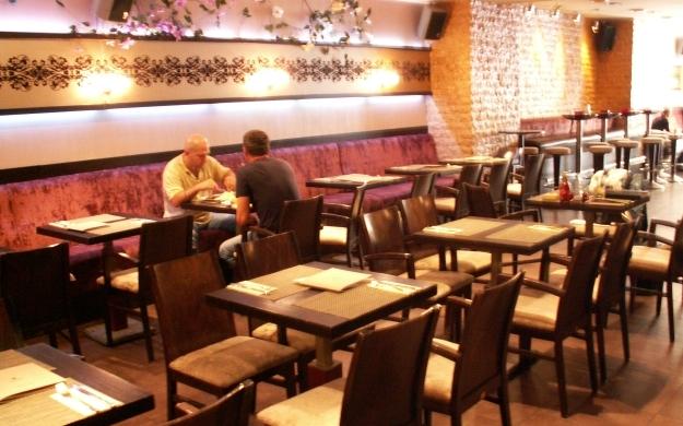 Foto 8 von Cafe Bar Restaurant Metropol in Düsseldorf