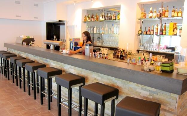 Foto 3 von Adulis Food-Cocktails-Sports in Stuttgart