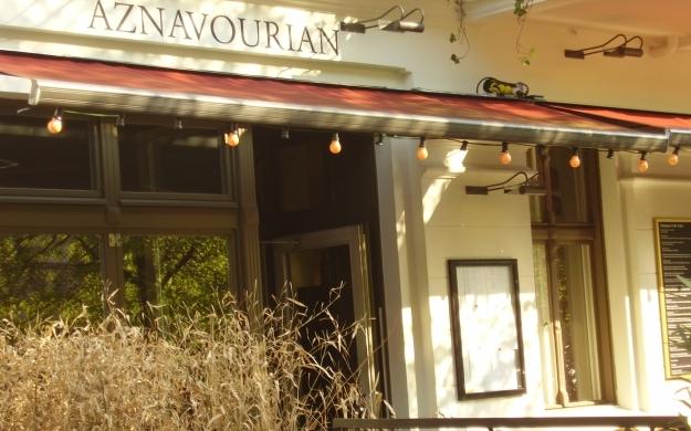 Foto 8 von Aznavourian Bar Restaurant Caf' Conc' in Berlin