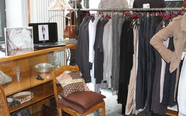kleider schrank einmalig aus erster und zweiter hand schorndorf accessoires. Black Bedroom Furniture Sets. Home Design Ideas