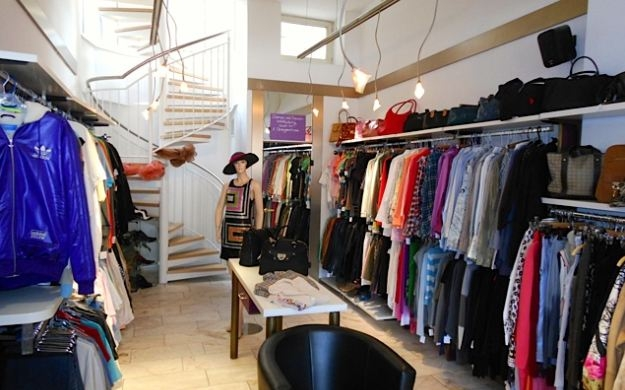 second hand boutique rosi wiesbaden accessoires damenmode herrenmode kindermode modeschmuck. Black Bedroom Furniture Sets. Home Design Ideas