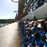Täglich pilgern Paare zur Hohenzollternbrücke, um ihr Liebesschloss anzubringen? Ob da auch Online-Bekanntschaften dabei sind?