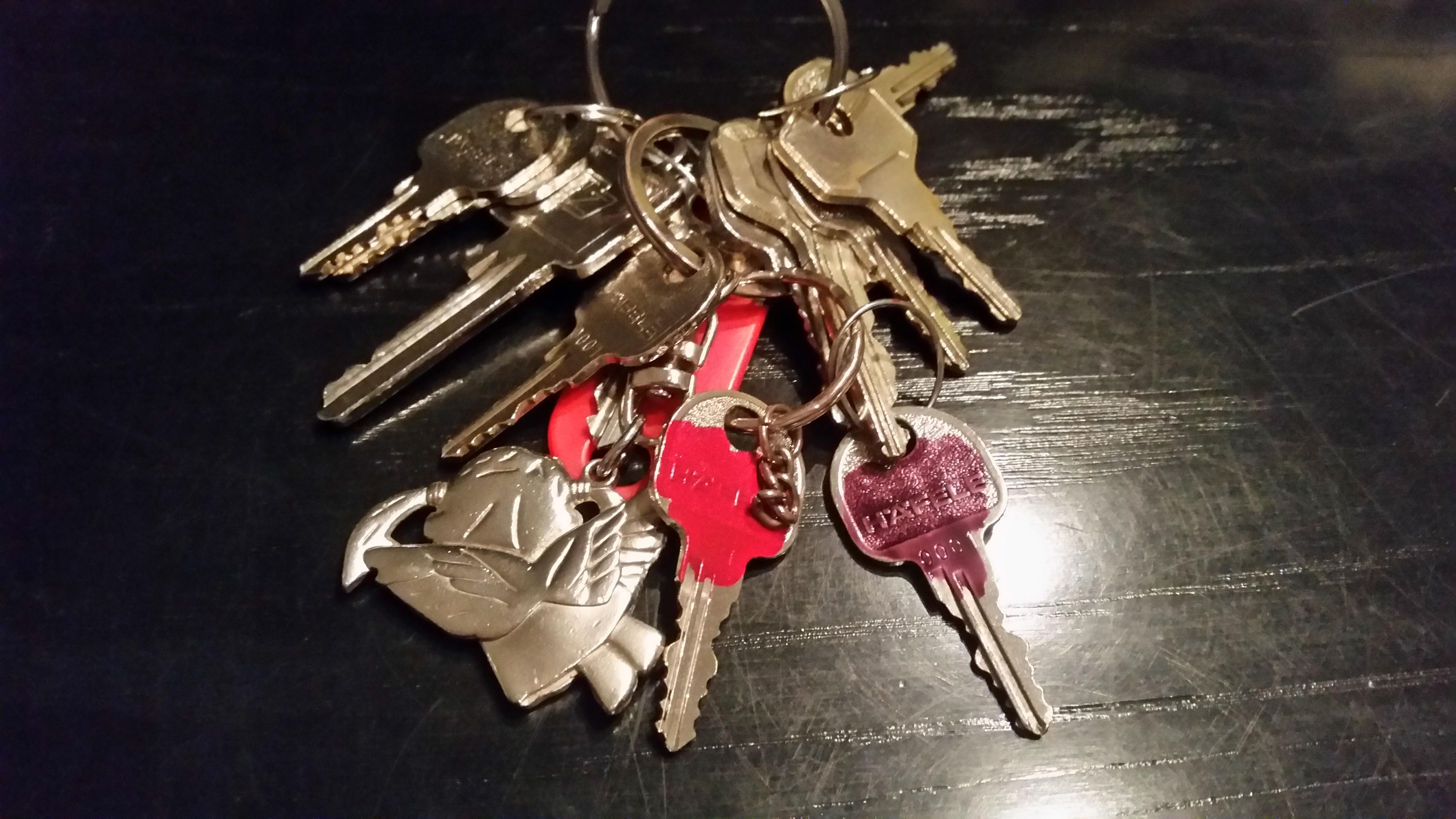 Mit Hilfe von Nagellack zwischen verschiedenen Schlüsseln differenzieren