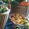 Obst und Gemüse in Körben
